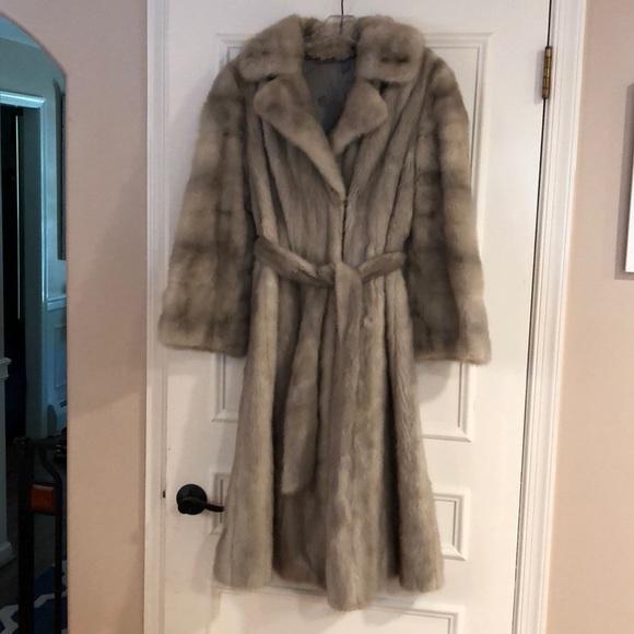 635326354b37 Jackets   Blazers - Beautiful Off-White Mink Fur Coat